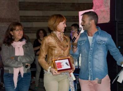 Emanuela Perina riceve il primo premio