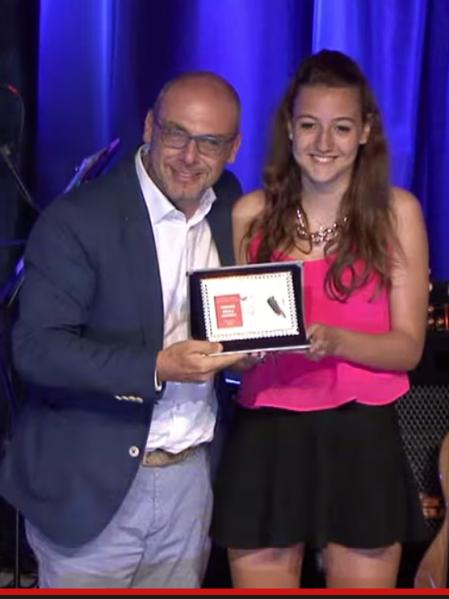 Matilde Scarsini riceve il 2° premio categoria under 18 e premio della critica da Luca Residori Rockabilly